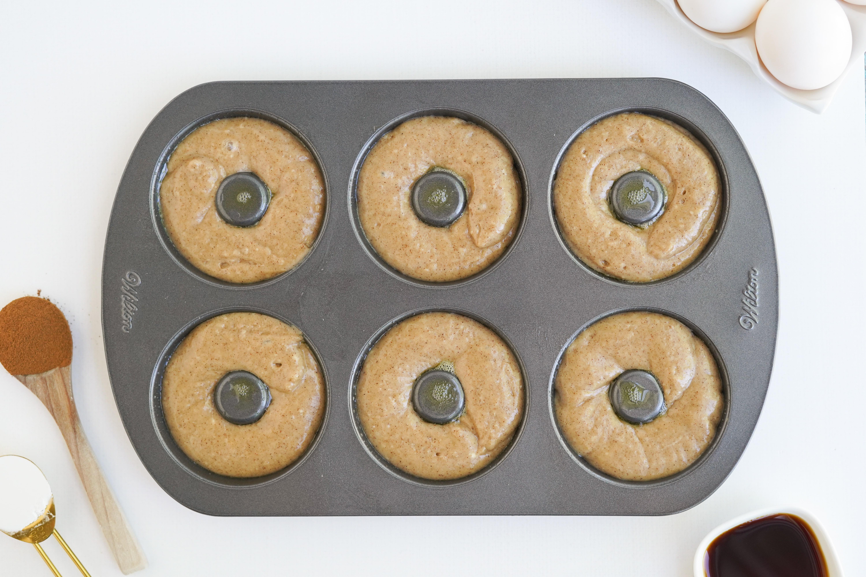doughnut pan with batter